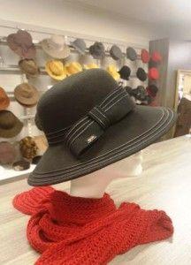 Zwarte hoed met leren strik