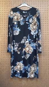 Blauwe jurk met bloemen