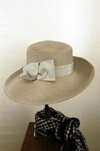 Grijze hoed met opstaande rand