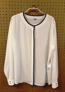 Wit met donkerblauwe blouse