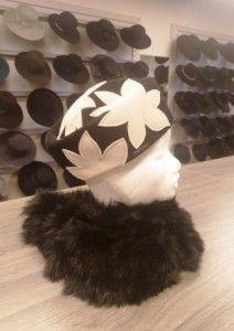 Zwarte dop met bloem